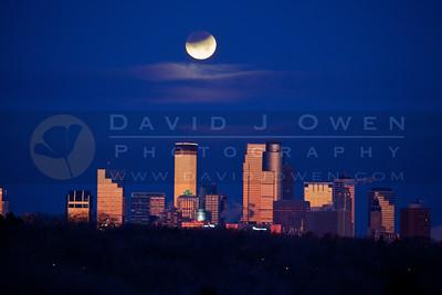 20111210-002-2 Lunar eclipse over Minneapolis
