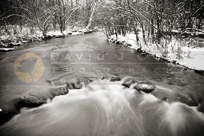 20101113-018-1 Minnehaha Creek in snow
