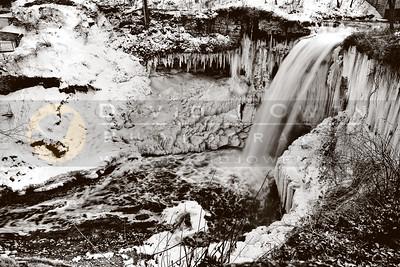 20110329-008-2 Minnehaha Falls ice