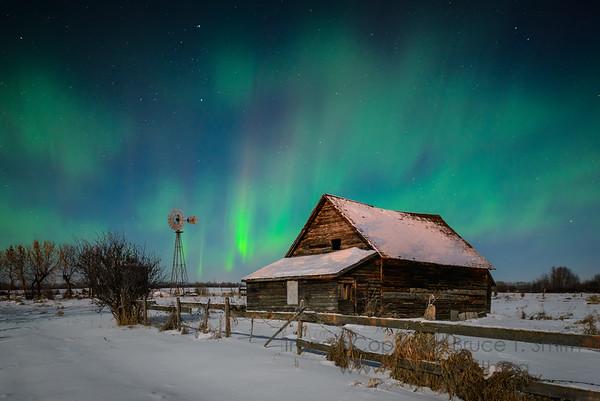 105 Abandoned Farm Aurora in the Moonlight