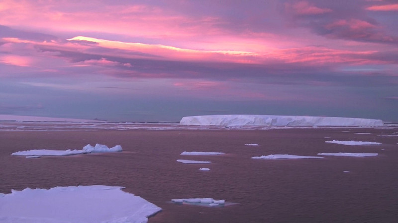 VIDEO - sailing around after sunset.
