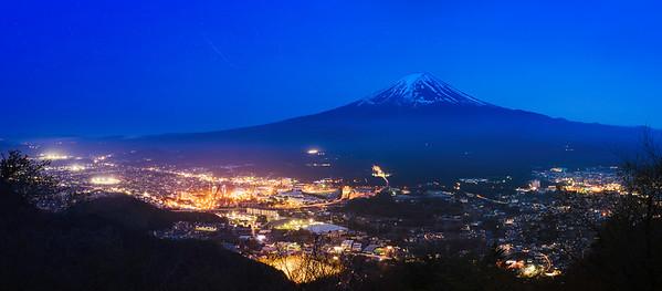 Mt. Fuji-night-panorama-city-lights