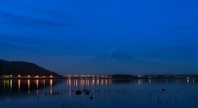 mt fuji at night