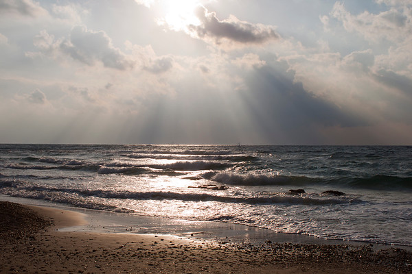 Caesarea - Sun rays over the water