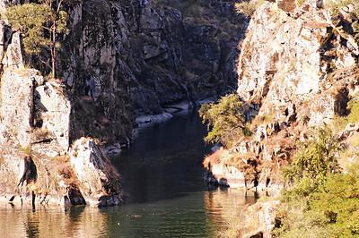 A ribeira de Pera alimenta o rio Zêzere. A ribeira de Pera é um tributário directo do rio Zêzere. Nasce na serra da Lousã aos 1180 m de altitude, num local designado Porto Ervideiro. Corre no sentido Norte-Sul em vales relativamente estreitos.