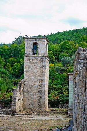 Mosteiro (1º da Ordem de Cister em Portugal, absolutamente soberbo) ... especialmente se não estivesse fechado!