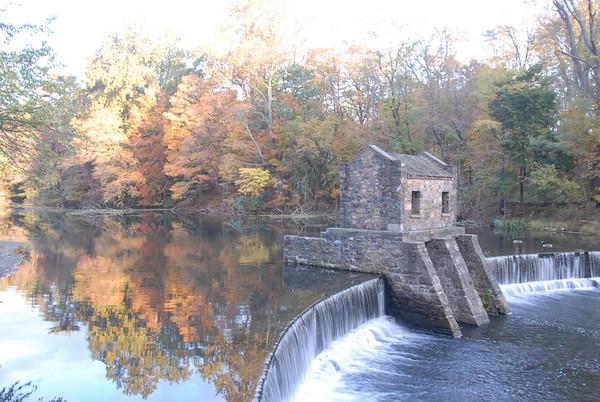 2009 10 20 Speedwell Lake in Fall