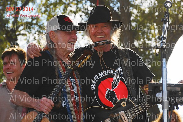 2014-09-27 Willie Nelson & Neil Young @ Harvest the Hope (1 of 4)