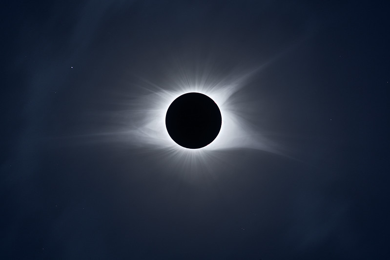 IMAGE: https://photos.smugmug.com/Nature/2017-Total-Solar-Eclipse/i-LD4szXT/1/63452f8d/L/2017_08_21_14_36_30_1D3_8186-8194-L.jpg