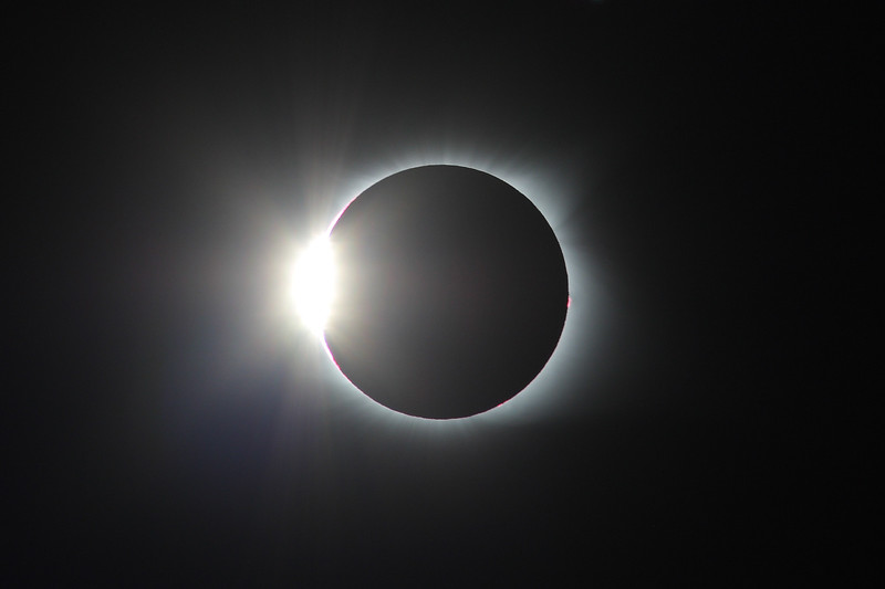 IMAGE: https://photos.smugmug.com/Nature/2017-Total-Solar-Eclipse/i-W6BNkFz/0/6145d61b/L/2017_08_21_14_34_57_1D3_8169-L.jpg