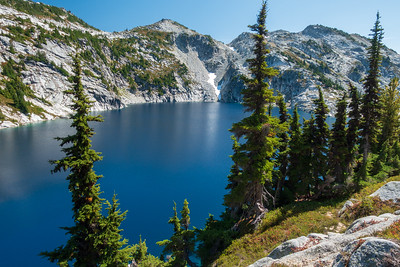 Hiking away from Robin Lakes up to Trico Mountain