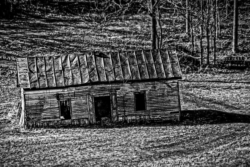 Abandoned house in Gunlock, KY - B&W