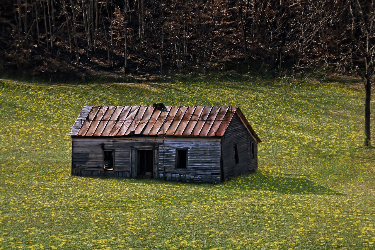 Abandoned house in Gunlock, KY - full color