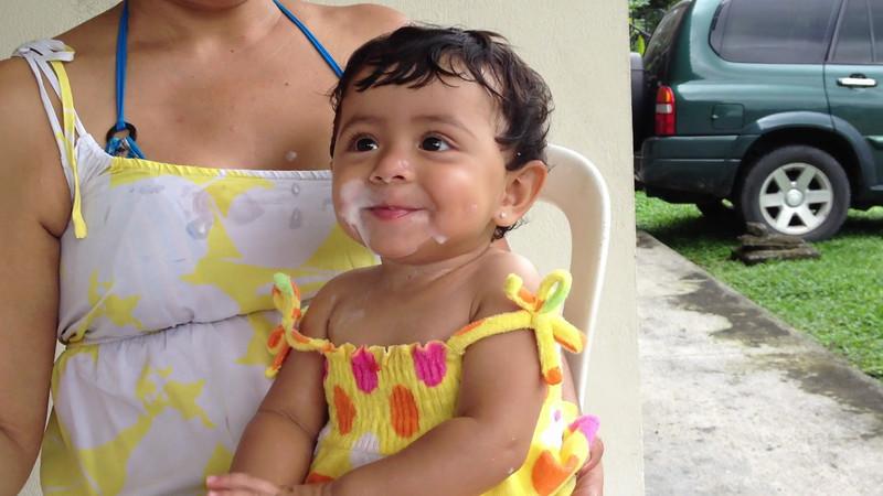 Amo el helado!!! aquí con mamita en La Fortuna de San Carlos. 2012