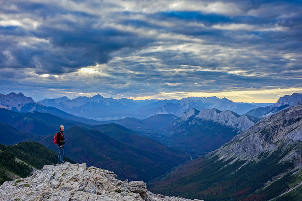 Markus enjoying the view from Sulphur Skyline, Jasper National Park. The vistas from this peak are colorful and dramatic. In retrospect, this is probably our favourite hike of our Rockies trip!