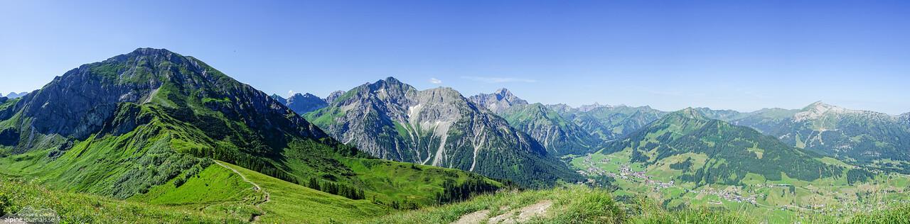 Panorama from Kuhgehrenspitze: Hammerspitze, Elferkopf and Zwölferkopf, Grosser Widderstein and Walmendingerhorn, among others.