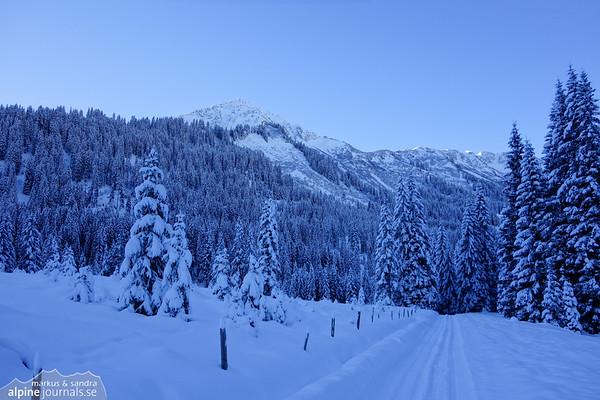 A distance of flat walking through a wintery Schwarzwassertal valley.