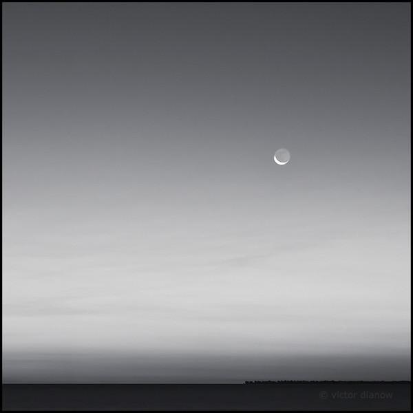 <h3>crescent moon</h3>