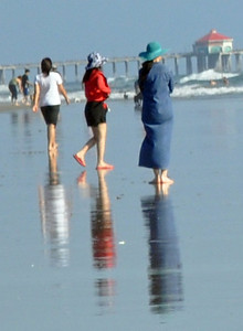 White, Red & Blue - Three women cross paths on the beach & unwittingly orchestrate a patriotic moment.