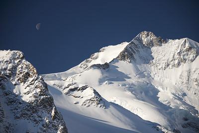 Piz Bernina und Mond