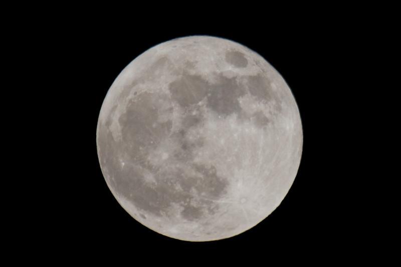 Big Moon Rising 007