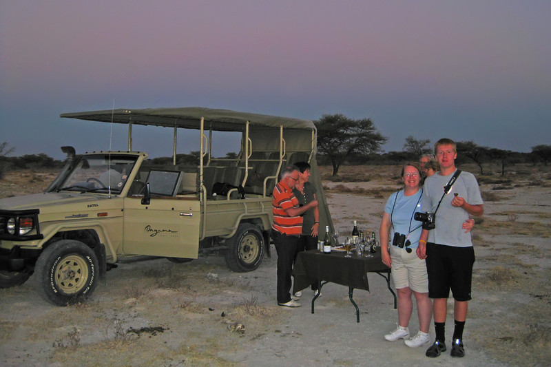 drinks and h'ordeurves on the sunset game drive, onguma preserve