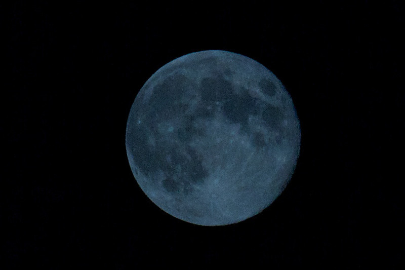 Grainy moon