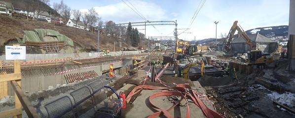 Anleggsarbeid på Voss stasjon..11.04.2013...bilde tatt med iphone.