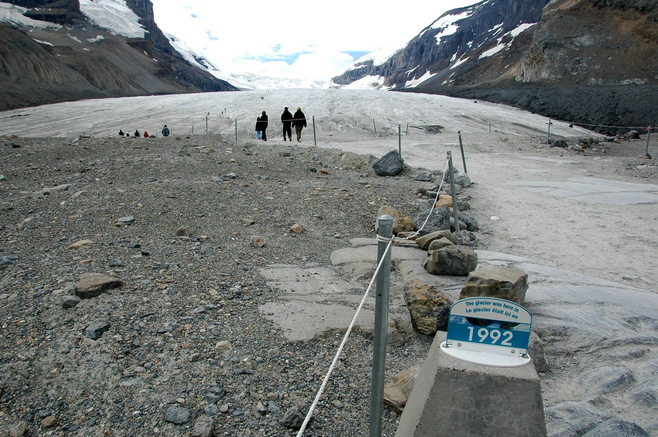 That is where Athabasca Glacier was in 1992