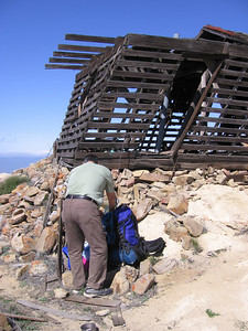 Sam and the ready-to-collapse lookout post. A hiker the previous day apologized for having broken one of the rungs of the ladder which goes to the upper deck. There was no way I was even going to go inside that rickety old thing, much less climb the ladder inside!