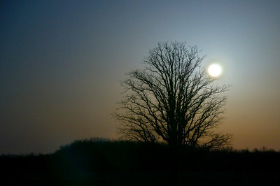 Full moon and Perigee (closest to the earth) March 19, 2011