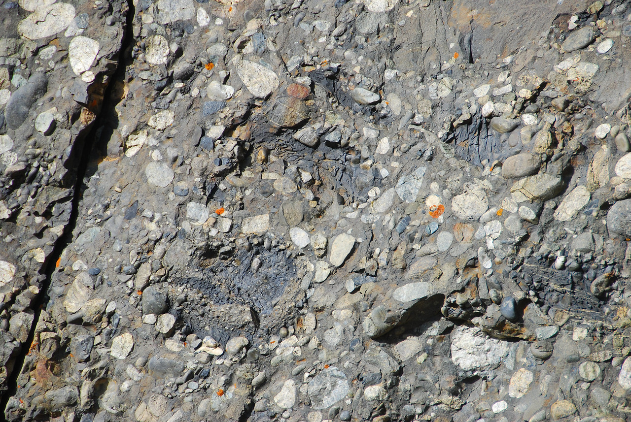 Armored mudclasts in Cretaceous deep-water conglomerates