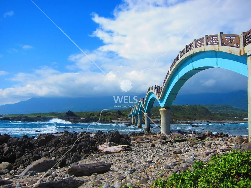 The Eight Immortals Bridge on the east coast of Taiwan connects a small island to the main island of Taiwan by kstellick