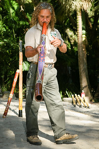 Didgeridoo Slideshow with audio here: http://smu.gs/QZugEE. Graham gives a Didgeridoo Presentation - Currumbin Wildlife Sanctuary 29-4-09.