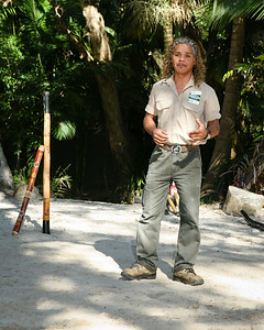 Didgeridoo Slideshow with audio here: http://smu.gs/QZugEE. Graham gives a Didgeridoo Presentation - Currumbin Wildlife Sanctuary 29-4-09
