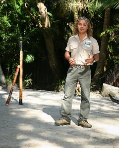 Didgeridoo Slideshow with audio here: http://smu.gs/QZugEE. Graham gives a Didgeridoo Presentation - Currumbin Wildlife Sanctuary 29-4-09