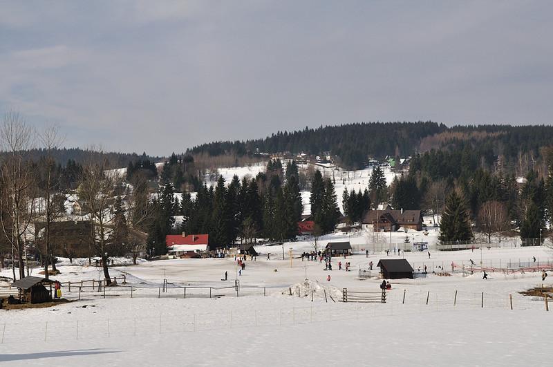 pohled na Bedřichov - vpravo start a cíl Jizerské padesátky