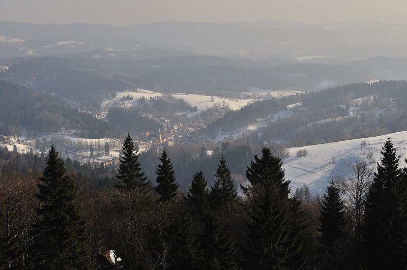 pohled z rozhledny na Královce na Janov nad Nisou