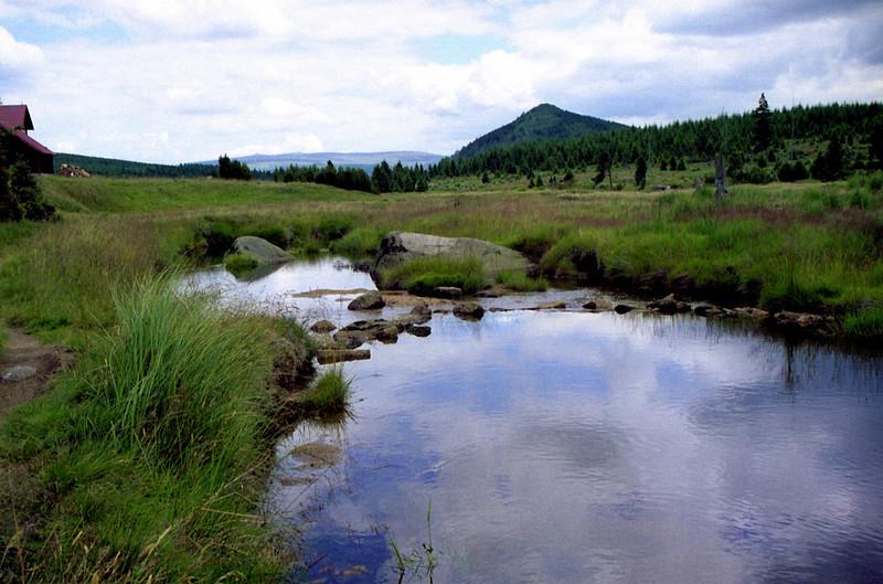 Jizerka, v pozadí Bukovec