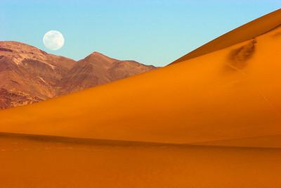 Moonrise-Death Valley