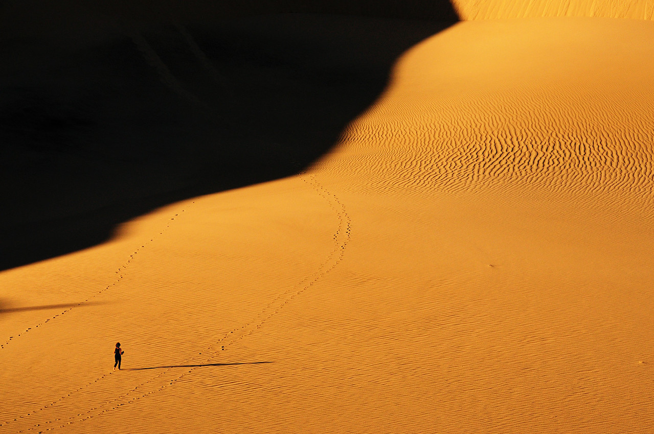 """<a href=""""http://en.wikipedia.org/wiki/Places_of_interest_in_the_Death_Valley_area#Mesquite_Sand_Dunes"""">http://en.wikipedia.org/wiki/Places_of_interest_in_the_Death_Valley_area#Mesquite_Sand_Dunes</a>"""