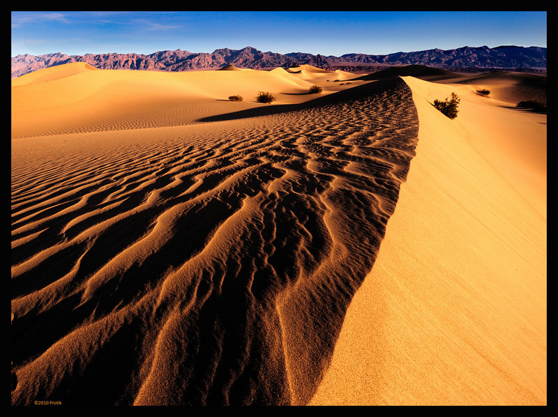 "<a href=""http://en.wikipedia.org/wiki/Places_of_interest_in_the_Death_Valley_area#Mesquite_Sand_Dunes"">http://en.wikipedia.org/wiki/Places_of_interest_in_the_Death_Valley_area#Mesquite_Sand_Dunes</a>"