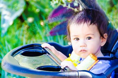 Child in stroller  technocolor 8975