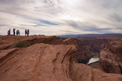People on top of cliff at Horseshoe Bend