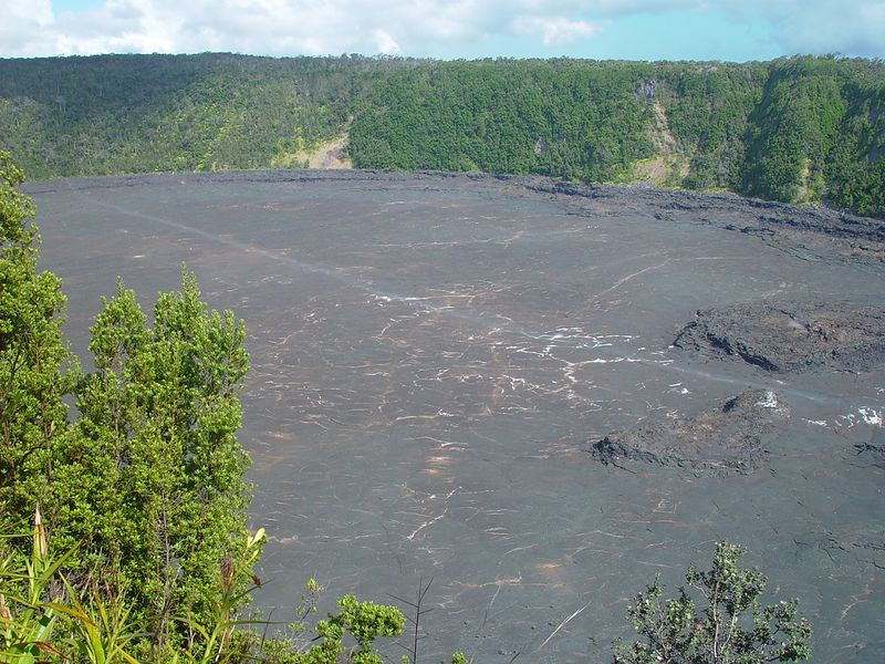 The resulting lava lake was about 600 feet deep, supplies by the craters peak lava production of 380,000 m3/hr.