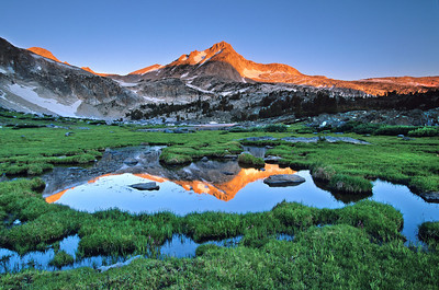 North Peak sunrise reflection near Greenstone Lake, 20 Lakes Basin. 20lb_23_r13