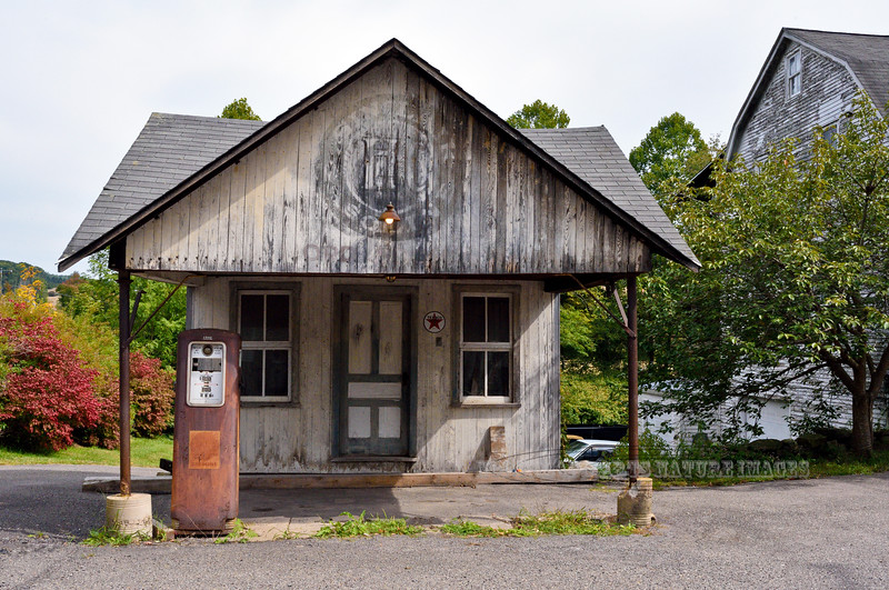 """PA-2020.9.24#2146.3. An original ca. 1924 to 1950's  Sinclair Gasoline Station showing the """"HC"""" High Compression sign. Near Benton, Columbia County, Pennsylvania."""