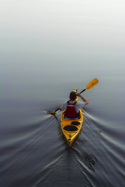A lonely yellow kayak paddling between the island and Rosslyn.