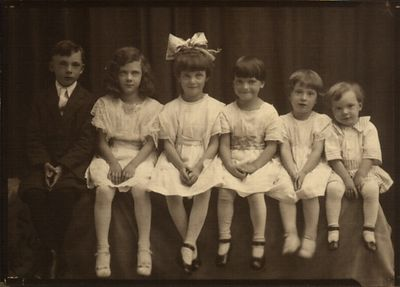 Family Portrait taken around 1921 or 1922. Ray, Odile, Marge, Gert, Eileen & Archie (dad).