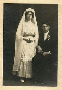Grandma (Josephine) and Grandpa (Arthur)  Chenevey's wedding picture, Novembr 1912.